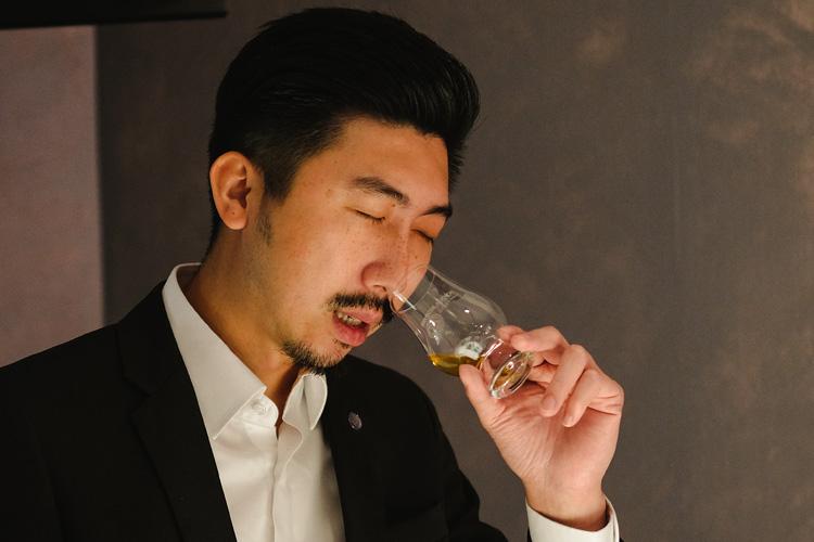 聞香杯特殊的杯身,能將威士忌的風味聚集起來